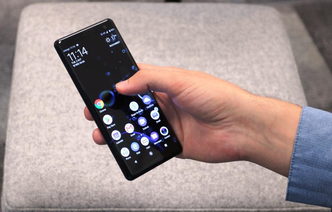 Sony Xperia XZ3 dimensiuni